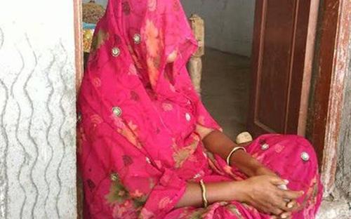 Oái oăm tục tẩy uế cho nạn nhân bị cưỡng hiếp ở Ấn Độ