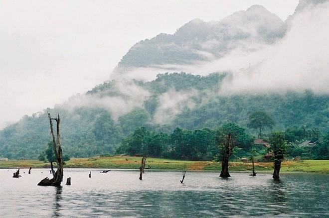 Hồ Noong - tiên cảnh xứ Hà Giang khiến du khách mê mẩn