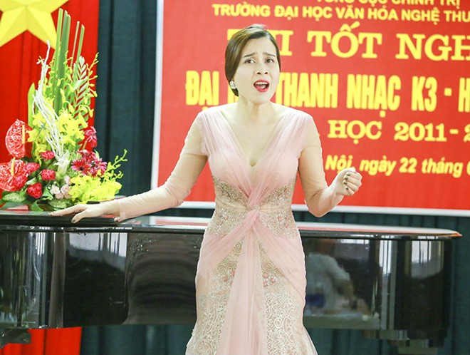 Lưu Hương Giang tốt nghiệp đại học sau 8 năm