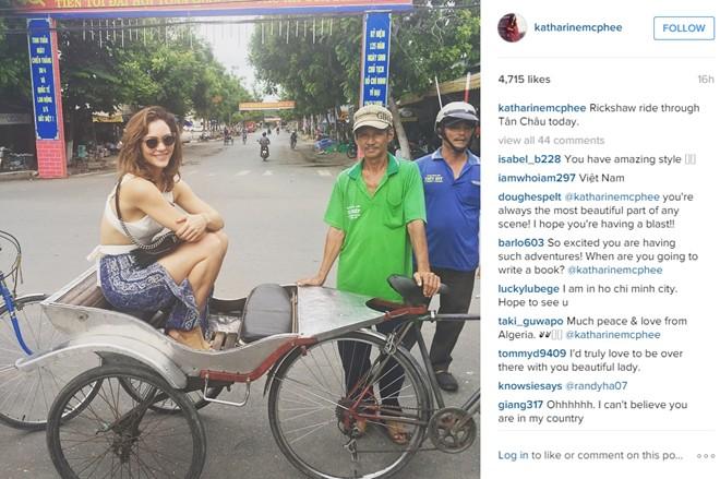 Á quân American Idol bất ngờ đăng ảnh đi chơi ở Việt Nam