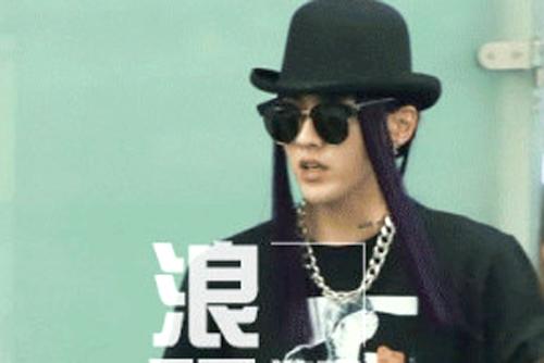 Kris (EXO) đội tóc giả tưởng nhớ Michael Jackson