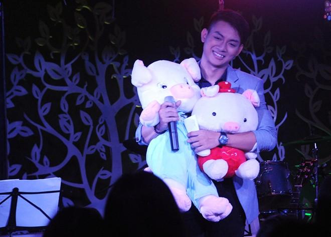 Fan Hà Nội tổ chức sinh nhật sớm cho Hoài Lâm