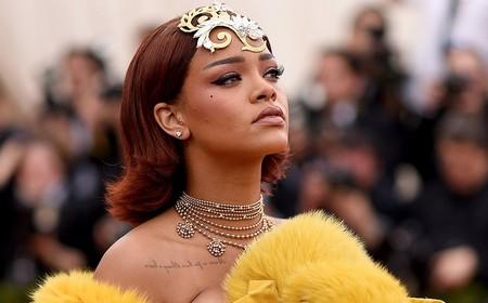 Rihanna: Nghệ sỹ đầu tiên có hơn 100 triệu Đĩa Vàng và Bạch Kim