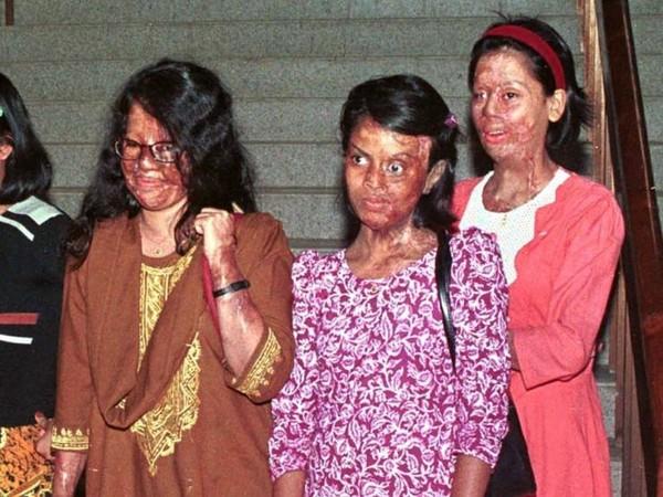 3 nữ sinh bị tạt axit kinh hoàng khi đang trên đường đi học