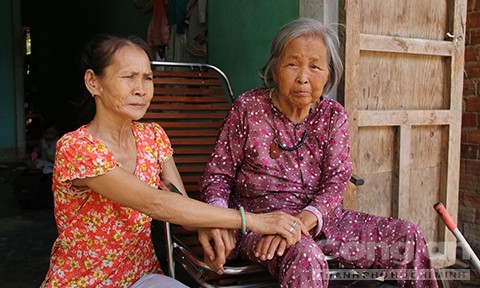 Một thôn có 2 người phụ nữ hàng chục năm không ngủ