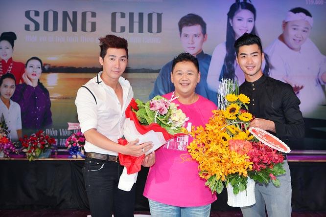 Cặp đôi mẫu nam mừng Minh Béo đoạt huy chương vàng LHSK kịch nói toàn quốc