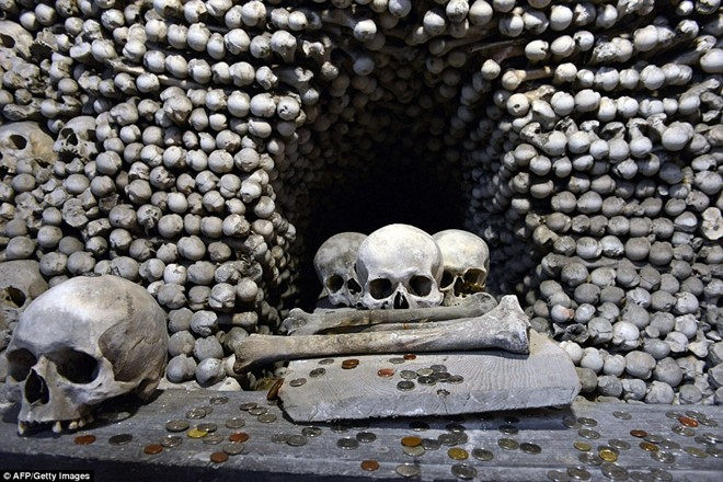 Bên trong nhà thờ toàn xương người ở CH Séc