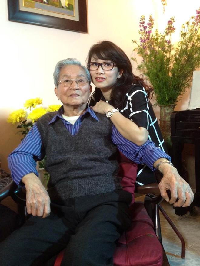 MC Mỹ Linh bàng hoàng trước sự ra đi của cha NSND Đình Quang