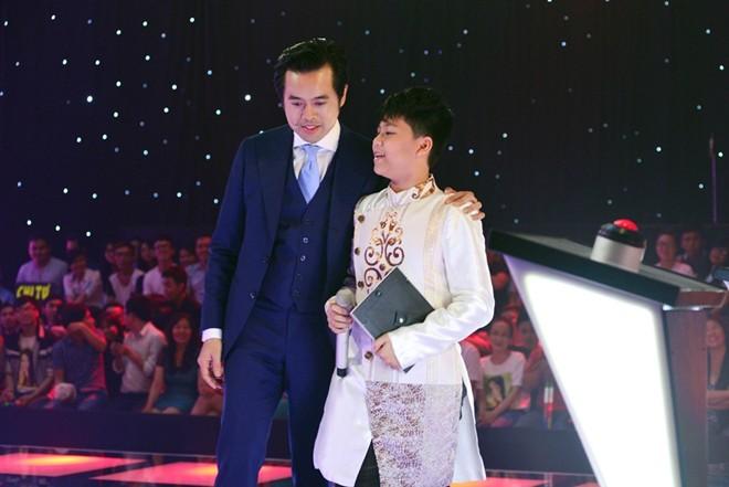 """Dương Khắc Linh tiếp tục """"tung chiêu"""" dụ dỗ thí sinh"""