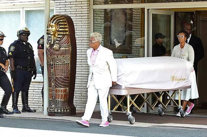 Con gái Whitney Houston về nơi yên nghỉ cuối cùng