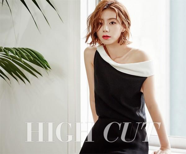 Vợ Bae Yong Joon quyến rũ trong bộ ảnh đầu tiên sau đám cưới
