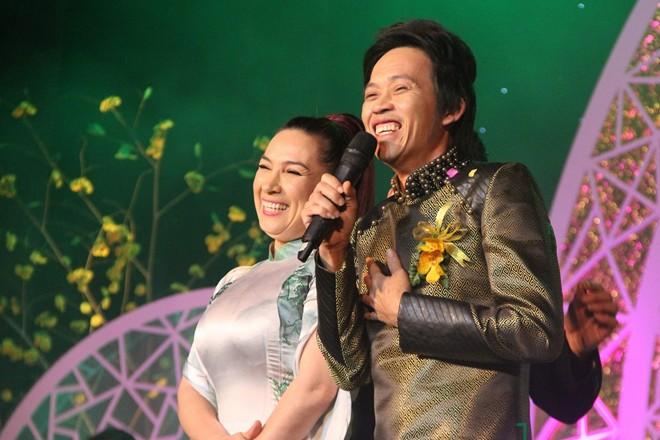 Phi Nhung mời Hoài Linh song ca trong live show để đời
