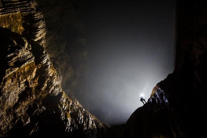Ngắm bức tường khổng lồ tuyệt đẹp ở hang Sơn Đoòng