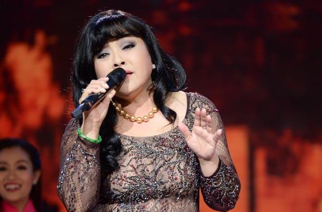 Danh ca Hương Lan khiến khán giả ngậm ngùi trên sân khấu