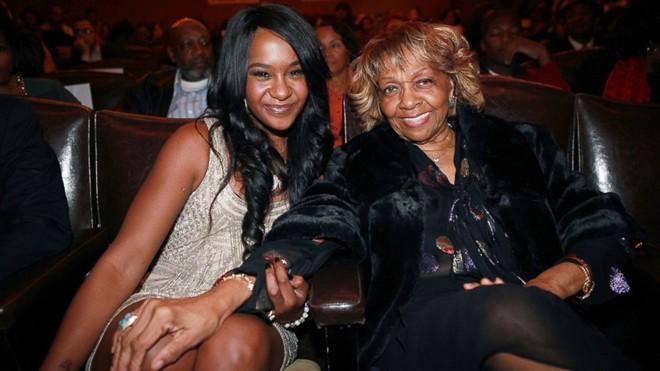 Tài sản 20 triệu USD của con gái Whitney thuộc về ai?