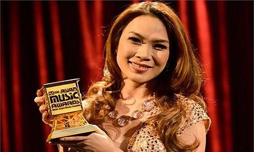 Tài sản khủng của nữ ca sĩ giàu nhất nhì showbiz Việt
