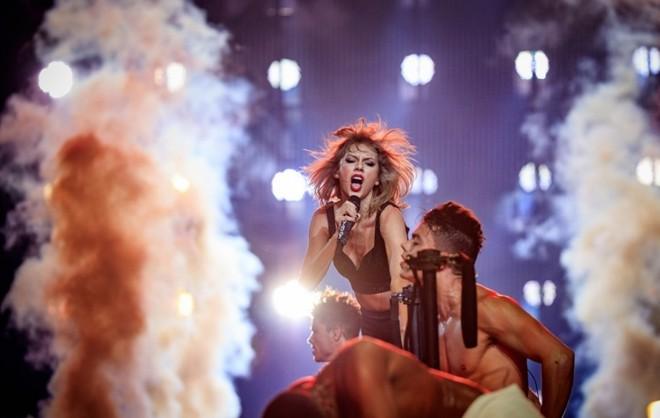 """""""1989 World Tour LA"""" - đêm diễn bùng nổ của Taylor Swift"""