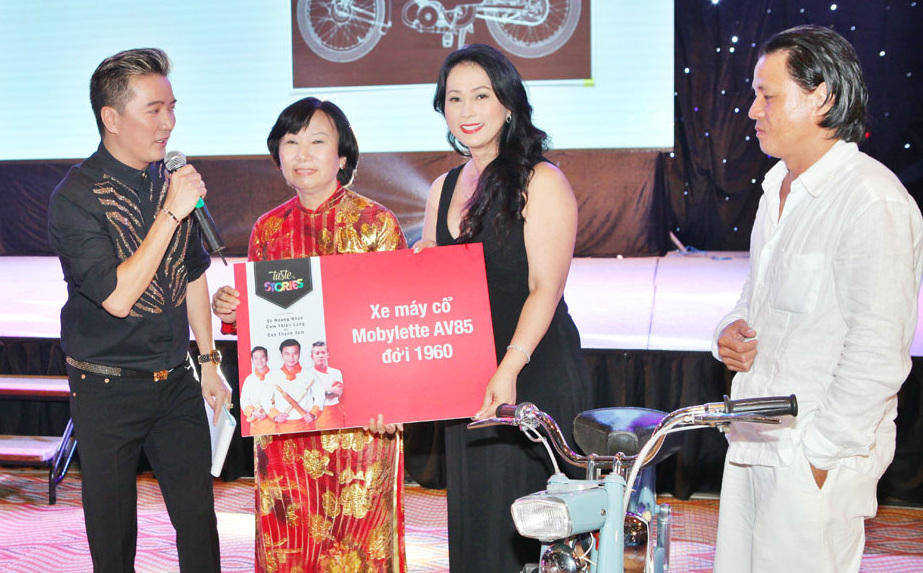 Đàm Vĩnh Hưng kêu gọi đấu giá từ thiện hơn 1 tỷ đồng
