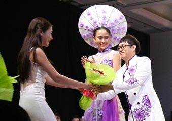Dương Hiểu Ngọc làm khách mời show diễn của NTK Tommy Nguyễn