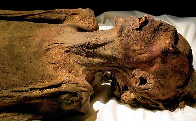 """Đằng sau nghi lễ """"mở miệng xác ướp"""" của người Ai Cập cổ đại"""