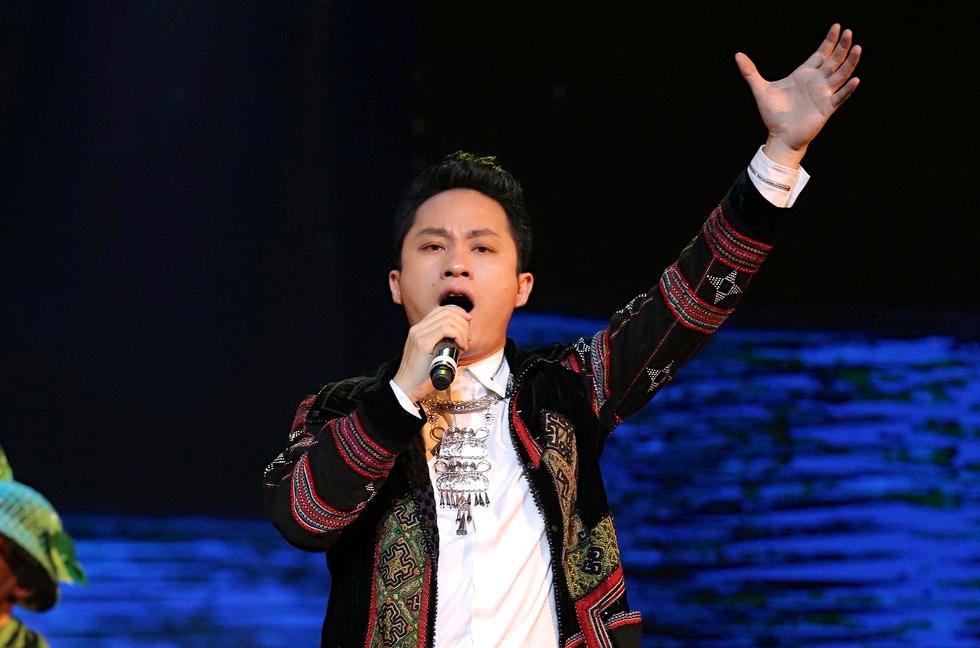 Tùng Dương cá tính trên sân khấu thủ đô