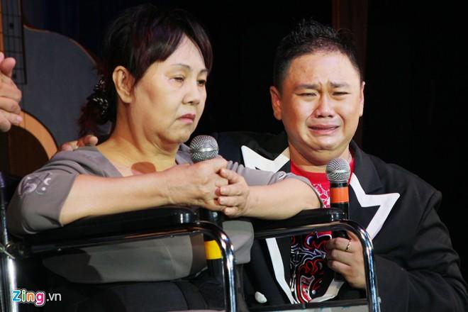 Minh Béo khóc vì đêm nhạc ủng hộ Hoàng Lan vắng khách