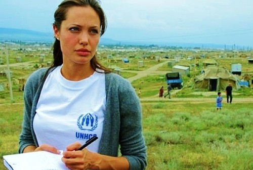 Angelina Jolie và mối duyên có tên Campuchia