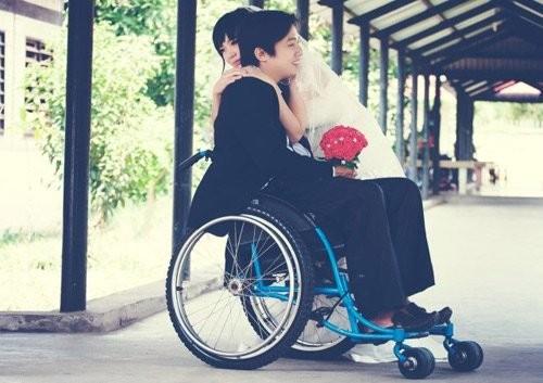 Chàng trai khuyết tật bị gia đình người yêu phản đối