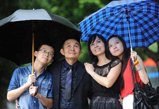 Gia đình hạnh phúc ít người biết của danh hài Xuân Hinh