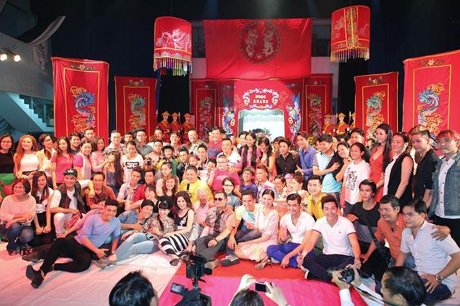 Sân khấu Sao Minh Béo tổ chức cúng Tổ nghiệp