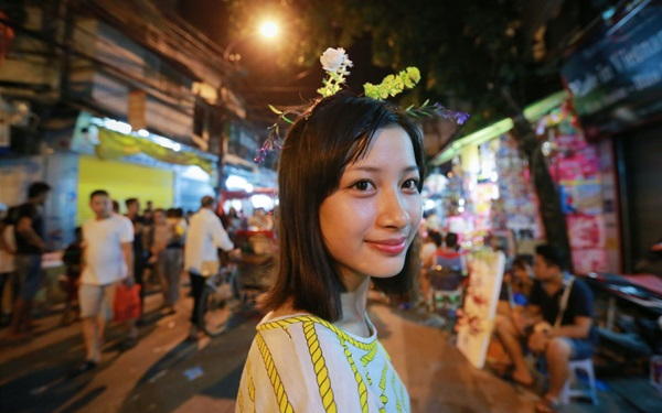 """Giới trẻ Hà thành thi nhau """"trồng rau trên đầu"""" đi chơi trung thu"""