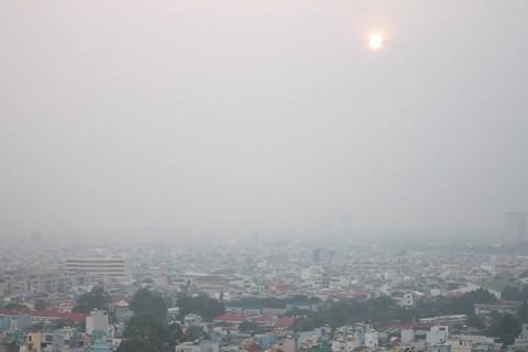 Sương mù kín đặc đường phố Sài Gòn
