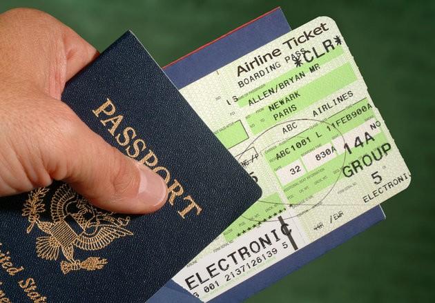 Đừng đăng ảnh vé máy bay lên Facebook