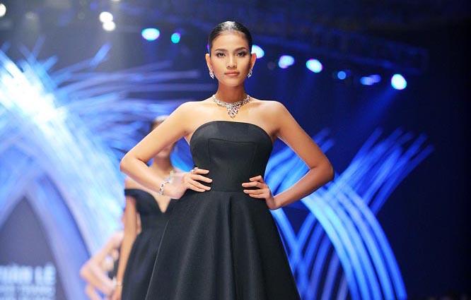 Trương Thị May tiếp tục nổi bật trong đêm diễn cuối Tuần lễ thời trang