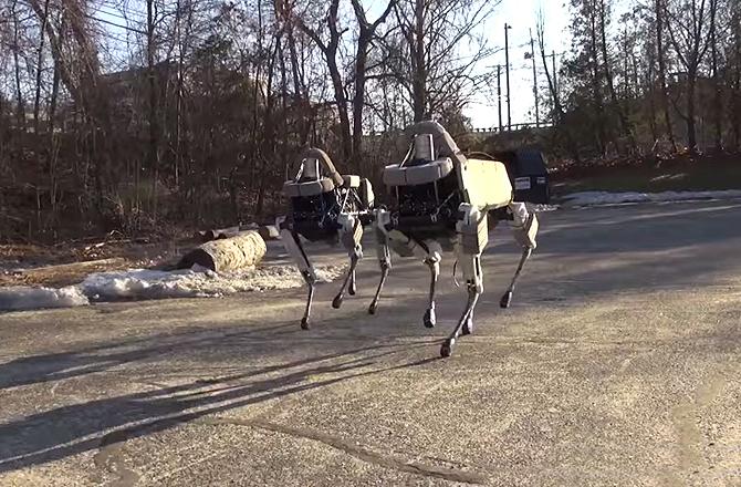 Khả năng lợi hại của robot chó trinh sát của Google