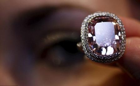 Viên kim cương hồng lớn nhất thế giới giá 500 tỷ đồng