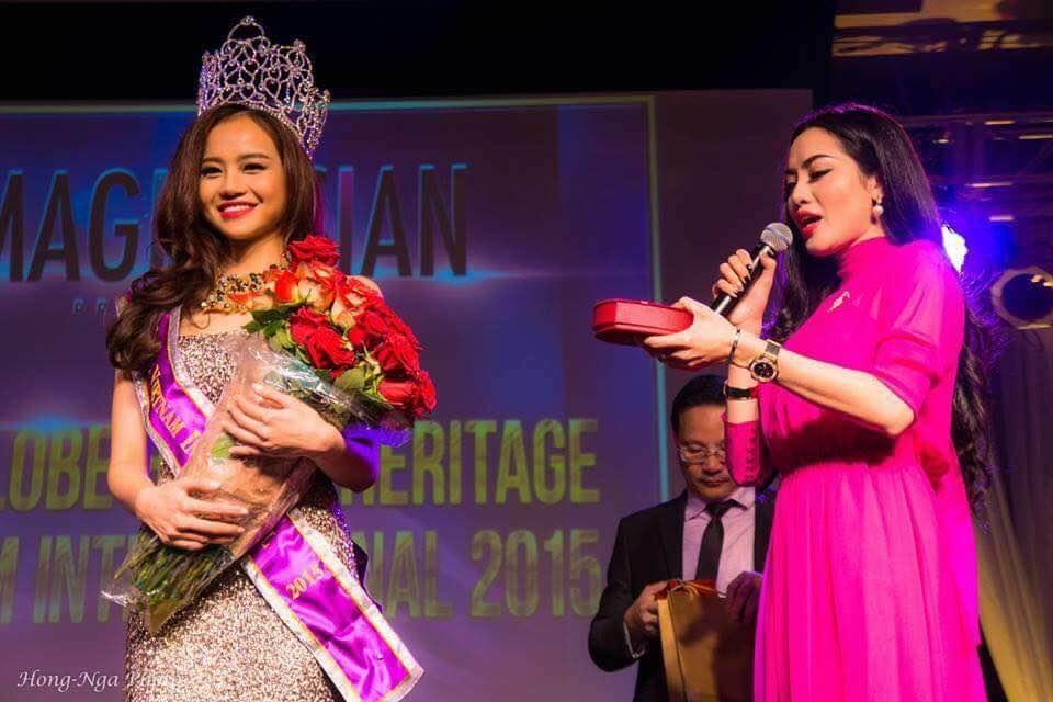 Hoa hậu Kiều Ngân đoạt vương miện cuộc thi Miss Globe International 2015