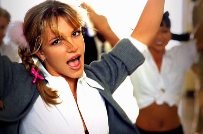 """Ý nghĩa ẩn sau hit """"Baby One More Time"""" (Britney) được hé lộ sau 16 năm hiểu nhầm"""