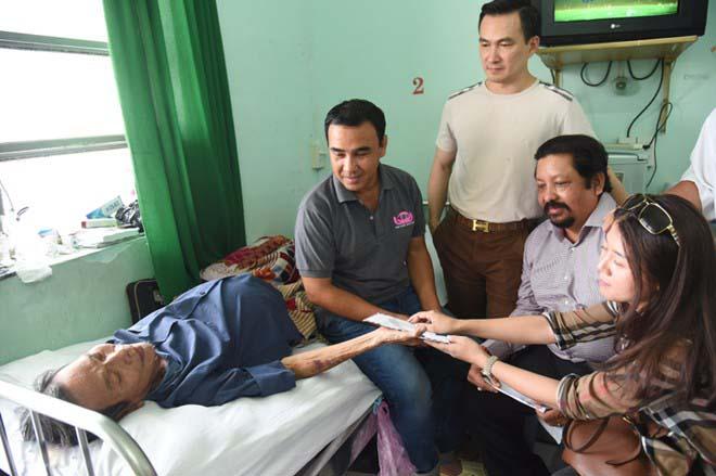 Nguyễn Hoàng và Thành Lũy nhận hơn 200 triệu đồng chữa bệnh