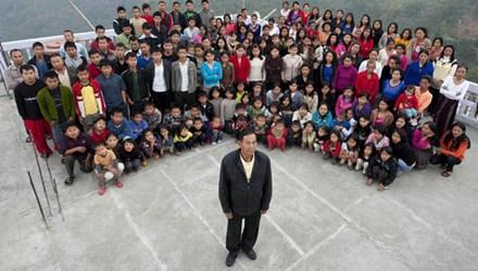 Người đàn ông sống hạnh phúc bên 39 vợ và gần 100 con