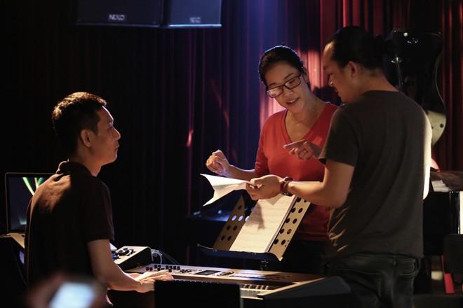 Thu Phương trở về Việt Nam sau lùm xùm The Voice