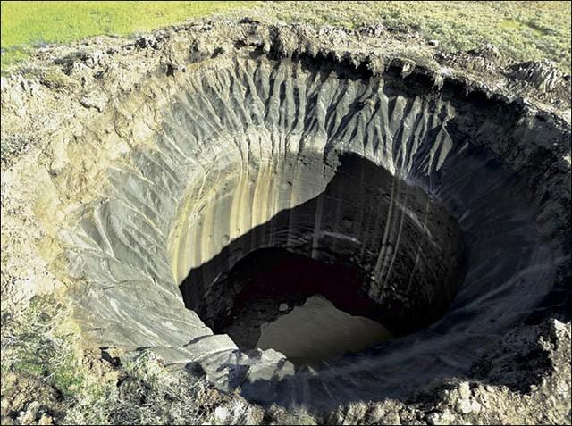 Những miệng núi khổng lồ bí ẩn ở Siberia
