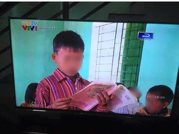 Học sinh cầm ngược sách vẫn đọc bài trôi chảy trên sóng VTV