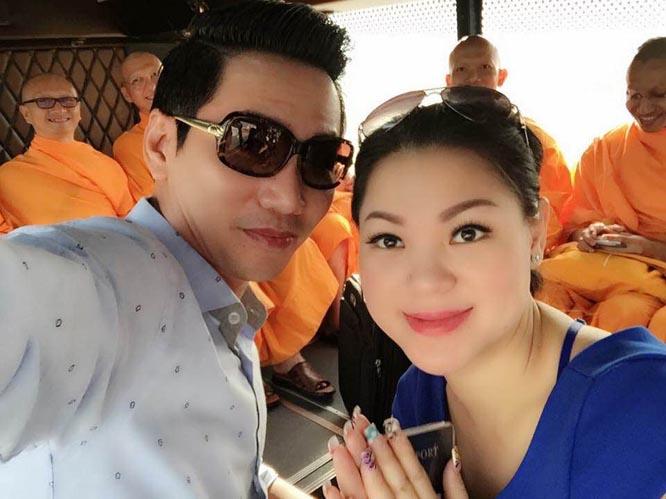 """""""Ông trùm"""" Minh Khôi Đỗ thân mật với Hoa hậu Phu nhân Mỹ Liên"""