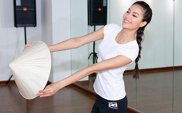 Phạm Hương đã sẵn sàng đến với Hoa hậu Hoàn vũ 2015