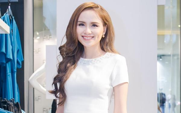 Diễm Hương vẫn rạng rỡ chạy show ngay trước ngày cưới