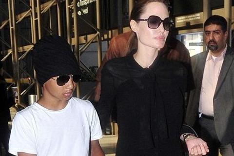 Angelina Jolie đang ở Campuchia đạo diễn phim về Khmer Đỏ