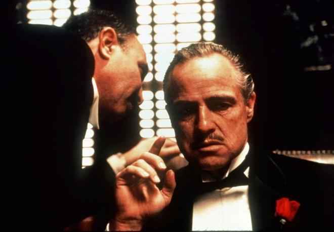 """Hai mặt cuộc đời của huyền thoại """"Bố già"""" Marlon Brando"""