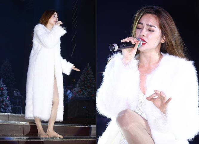 Hồ Ngọc Hà mặc áo lông thú, đi chân trần trên sân khấu