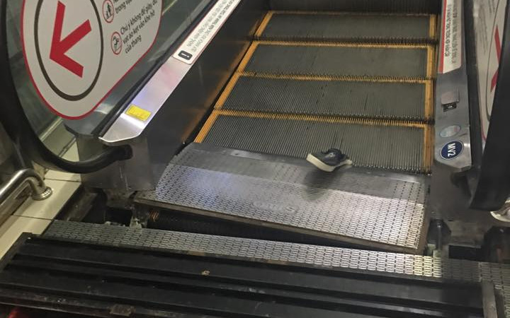 Thang cuốn ở TTTM Lotte quận 7 bất ngờ bị sập, 4 người trong gia đình thoát nạn